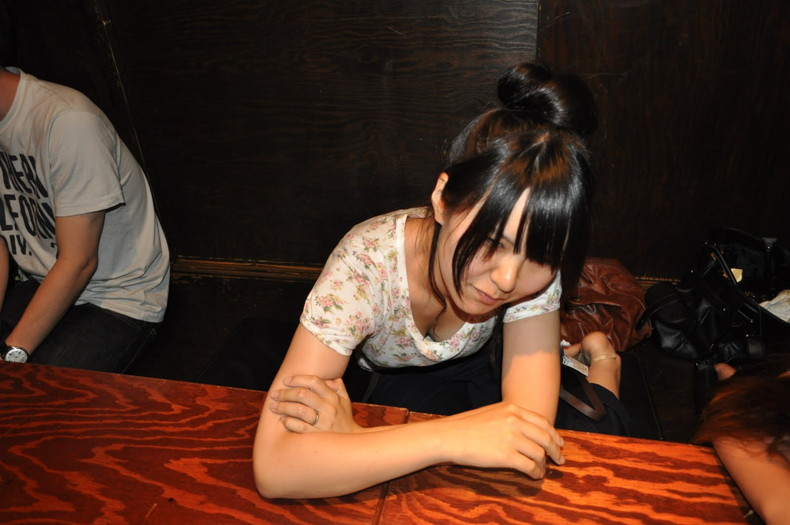 【おっぱい】スナップ撮影で素人女子が意図せず胸チラしちゃってるスナップ写真のおっぱい画像集ww【80枚】 60