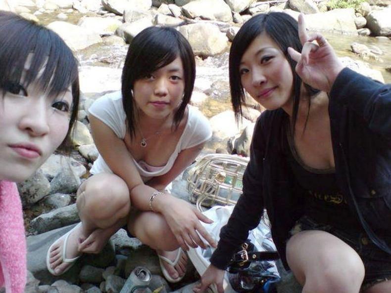 【おっぱい】スナップ撮影で素人女子が意図せず胸チラしちゃってるスナップ写真のおっぱい画像集ww【80枚】 68