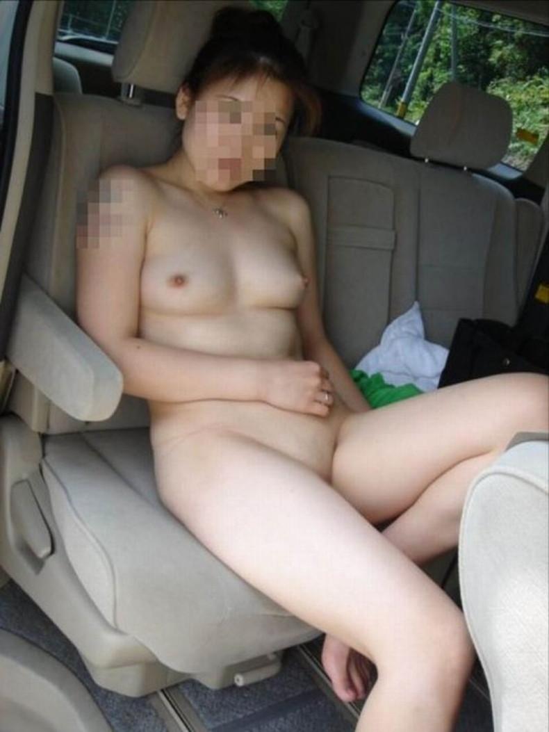 【おっぱい】彼女やセフレがドライブ中に車内で服やブラジャーをめくっておっぱいを見せてくれてる車内露出のおっぱい画像集!ww【80枚】 41