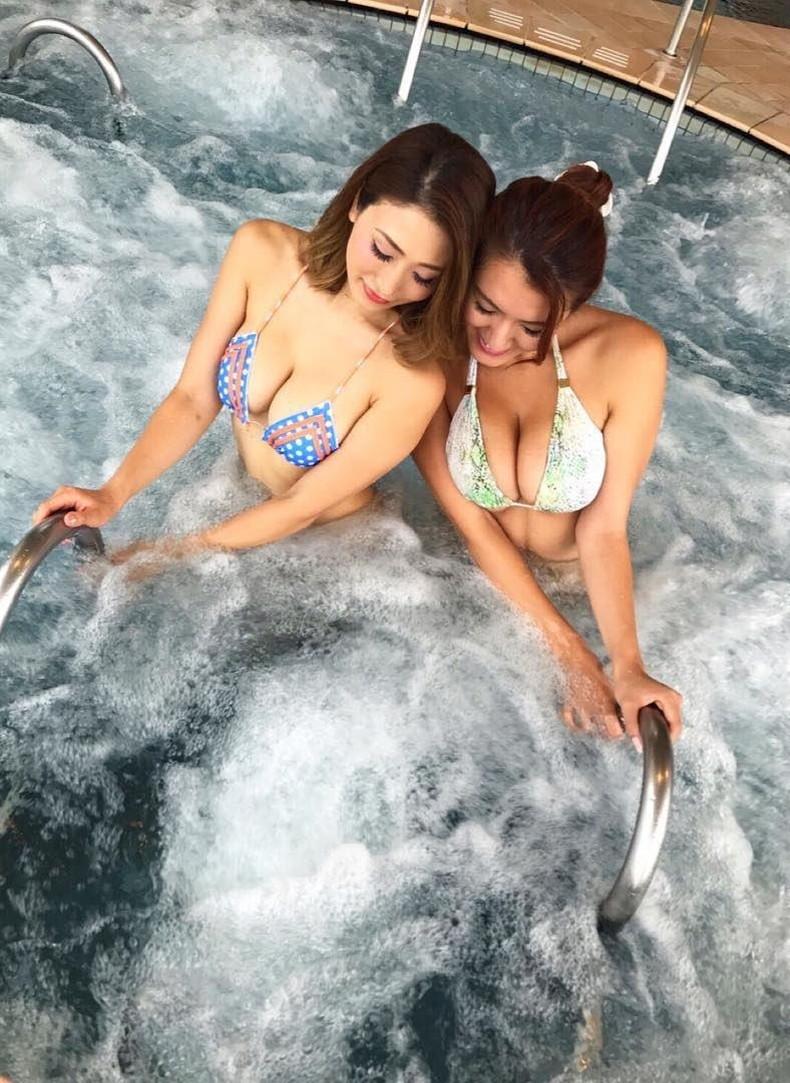 【おっぱい】ビキニから溢れる超巨乳!!スライムおっぱいが水着からハミ乳してるビキニからはみ出すおっぱい画像集ww【80枚】 26