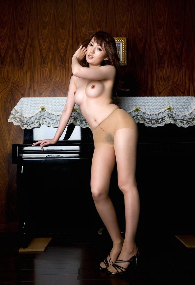 【おっぱい】全裸にパンストだけ履いてるお姉さんの美乳とストッキングの組み合わせがエロ過ぎる裸パンストのおっぱい画像集ww【80枚】 13