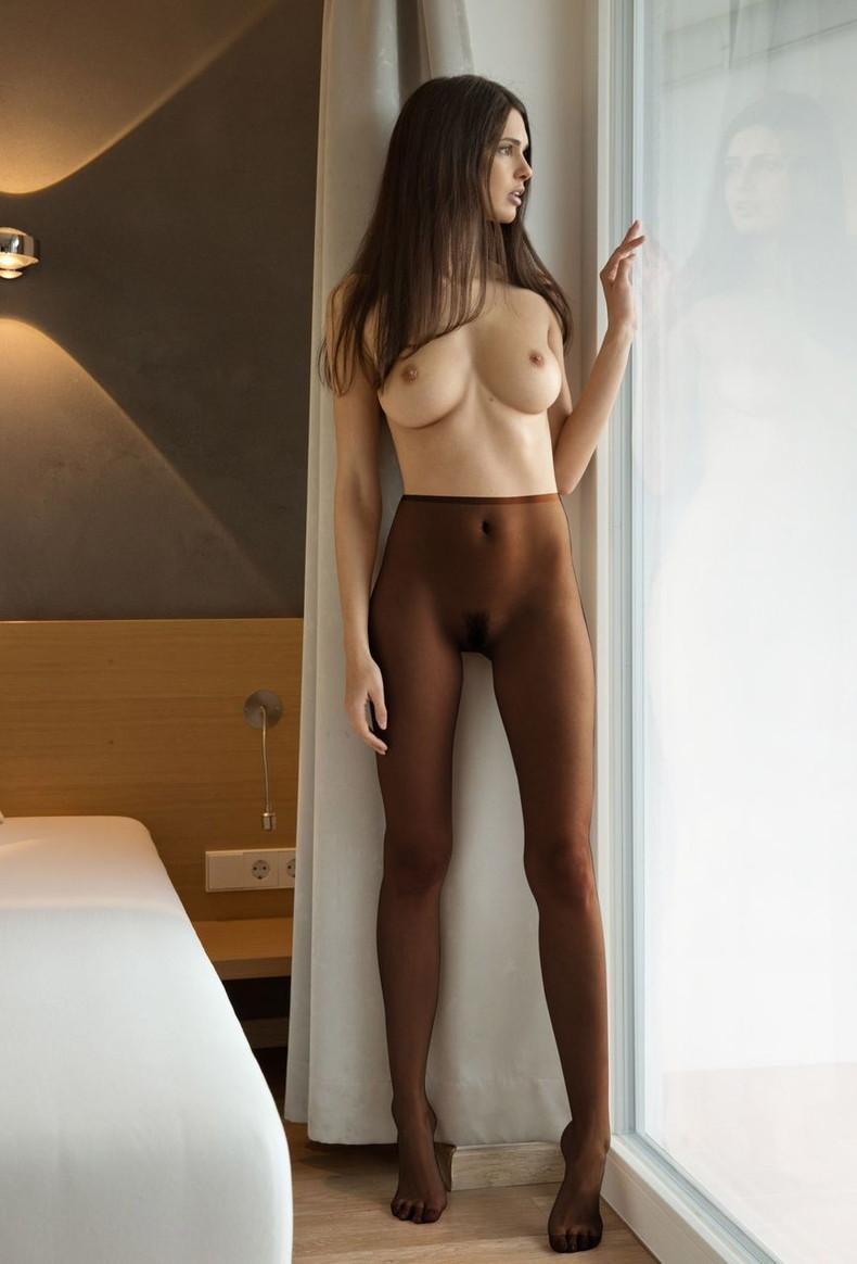 【おっぱい】全裸にパンストだけ履いてるお姉さんの美乳とストッキングの組み合わせがエロ過ぎる裸パンストのおっぱい画像集ww【80枚】 24