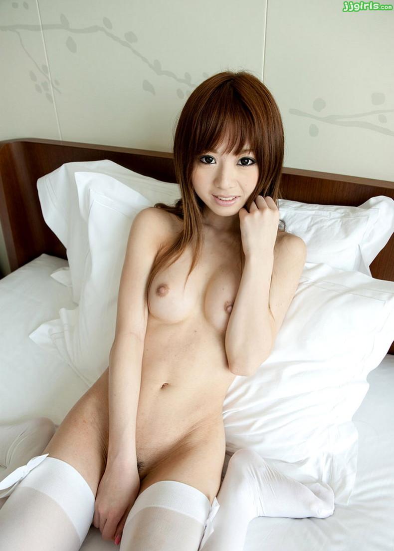 【おっぱい】全裸にパンストだけ履いてるお姉さんの美乳とストッキングの組み合わせがエロ過ぎる裸パンストのおっぱい画像集ww【80枚】 32