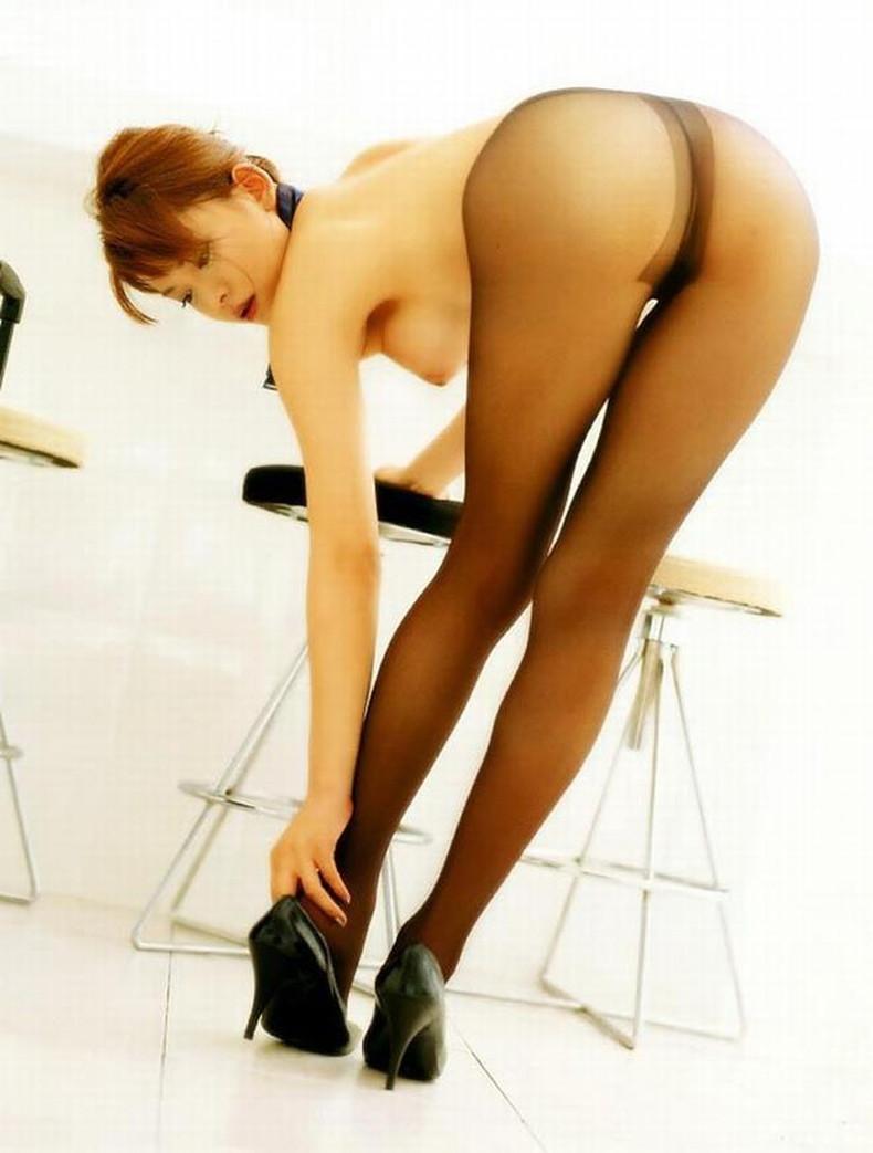 【おっぱい】全裸にパンストだけ履いてるお姉さんの美乳とストッキングの組み合わせがエロ過ぎる裸パンストのおっぱい画像集ww【80枚】 37