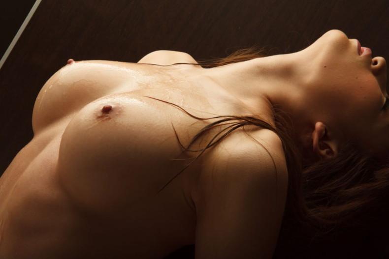【おっぱい】美しいお姉さんのピンク乳首は宝石以上ww吸い付いてちんぽを擦りつけたくなる美しい乳首のおっぱい画像集!ww【80枚】 72