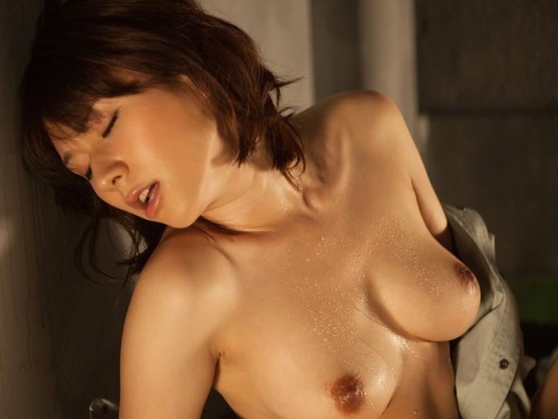 【おっぱい】汗まみれの濡れた乳首や巨乳が塩味強めで舐めたくなる汗まみれのおっぱい画像集!ww【80枚】 24
