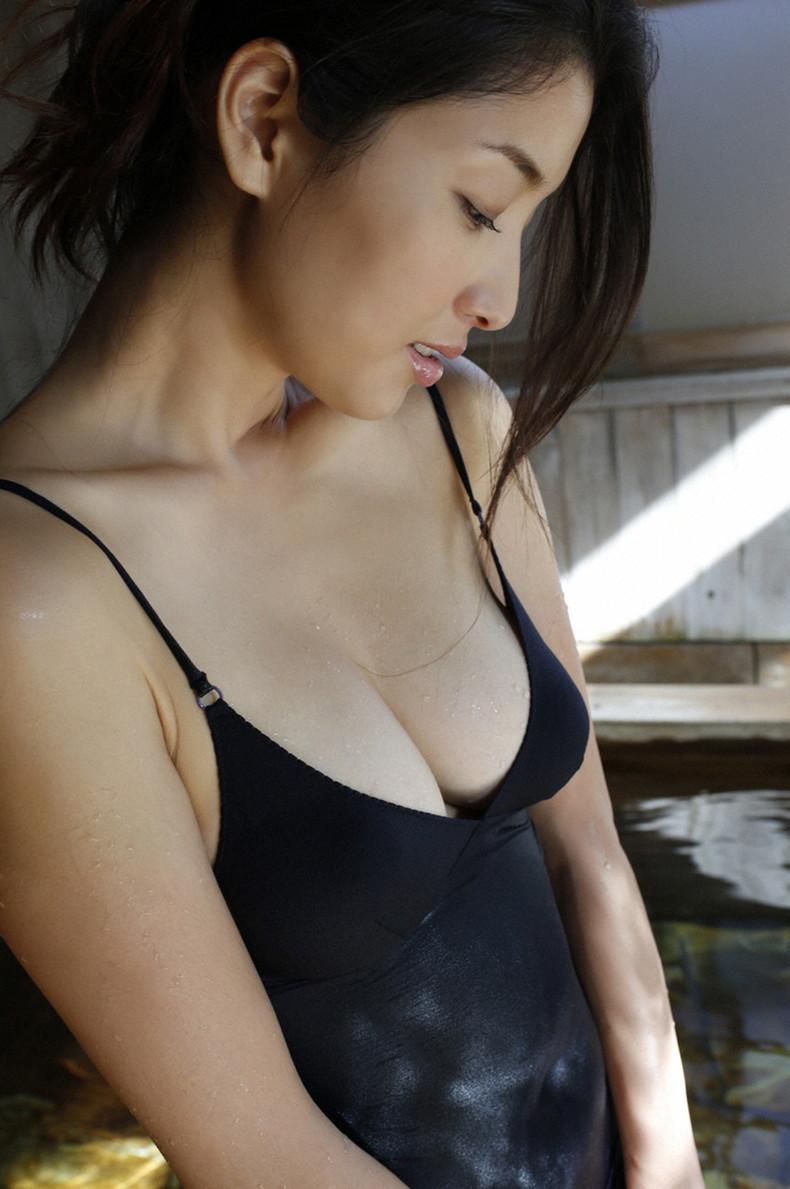 【おっぱい】汗まみれの濡れた乳首や巨乳が塩味強めで舐めたくなる汗まみれのおっぱい画像集!ww【80枚】 72