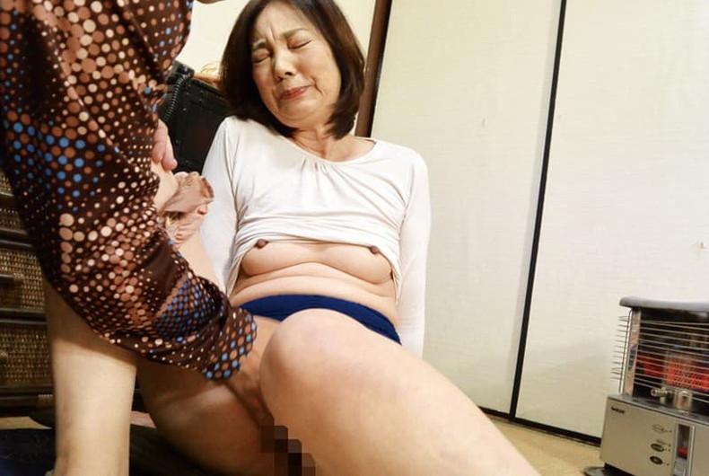 【おっぱい】マザコン息子がママの垂れパイを吸ってパイズリしてもらう母子相姦のおっぱい画像集!ww【80枚】 20