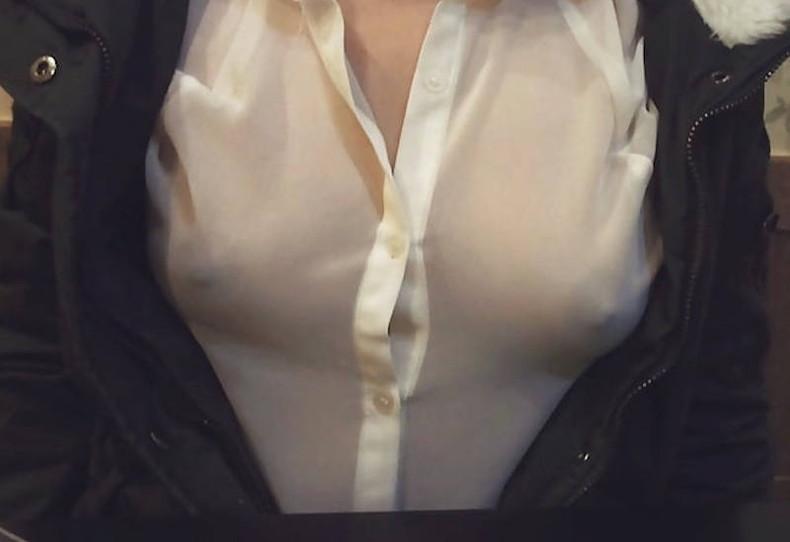【おっぱい】薄手の生地で透けてる乳首や乳輪は丸見えよりもエロし!ww着衣状態でおっぱいを透けさせて誘惑してる透けパイのおっぱい画像集!w【80枚】 07