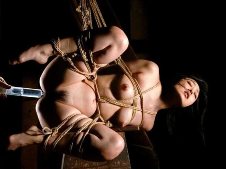 【おっぱい】縛られロープに食い込みハミ出る乳肉がエロ過ぎる!緊縛プレイされてるドマゾ美女の縛られるおっぱい画像集w【80枚】 13
