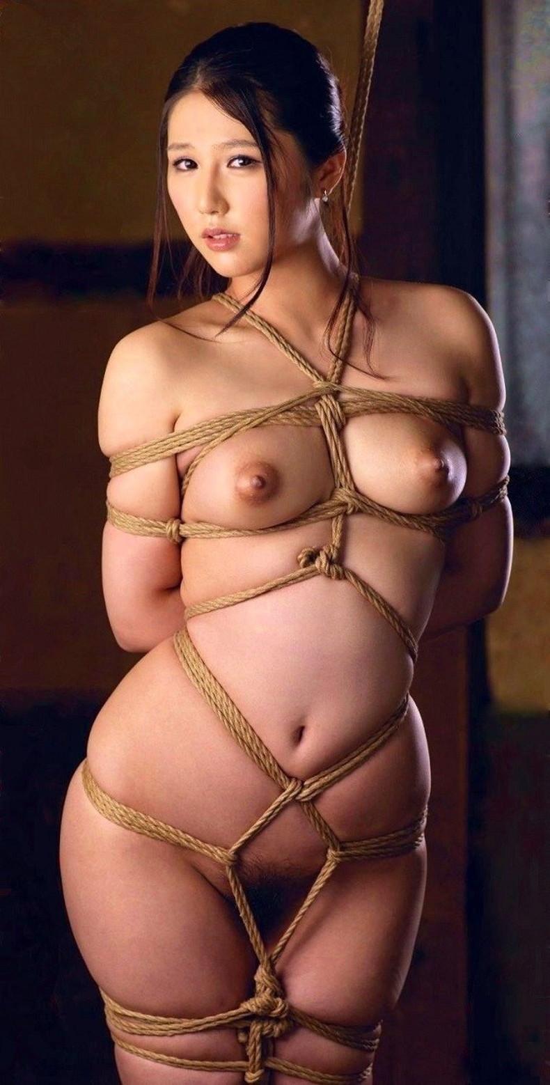 【おっぱい】縛られロープに食い込みハミ出る乳肉がエロ過ぎる!緊縛プレイされてるドマゾ美女の縛られるおっぱい画像集w【80枚】 30