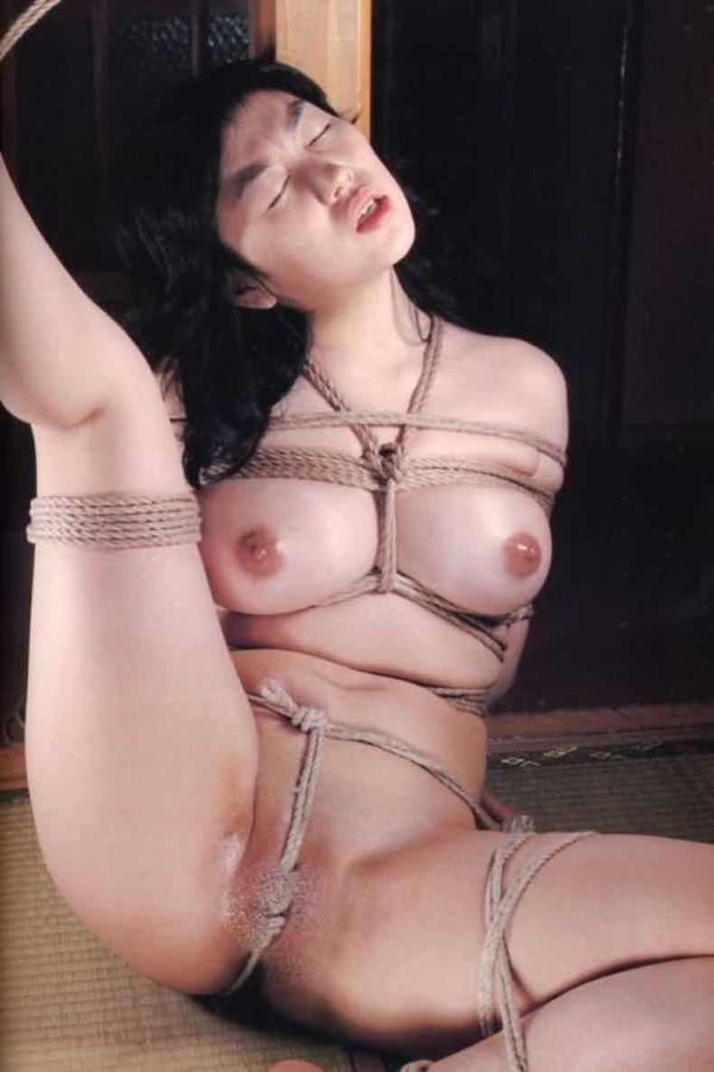 【おっぱい】縛られロープに食い込みハミ出る乳肉がエロ過ぎる!緊縛プレイされてるドマゾ美女の縛られるおっぱい画像集w【80枚】 32