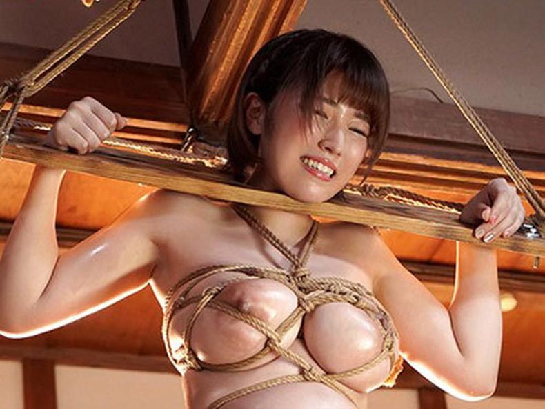 【おっぱい】縛られロープに食い込みハミ出る乳肉がエロ過ぎる!緊縛プレイされてるドマゾ美女の縛られるおっぱい画像集w【80枚】 51