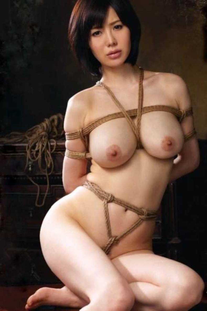【おっぱい】縛られロープに食い込みハミ出る乳肉がエロ過ぎる!緊縛プレイされてるドマゾ美女の縛られるおっぱい画像集w【80枚】 80