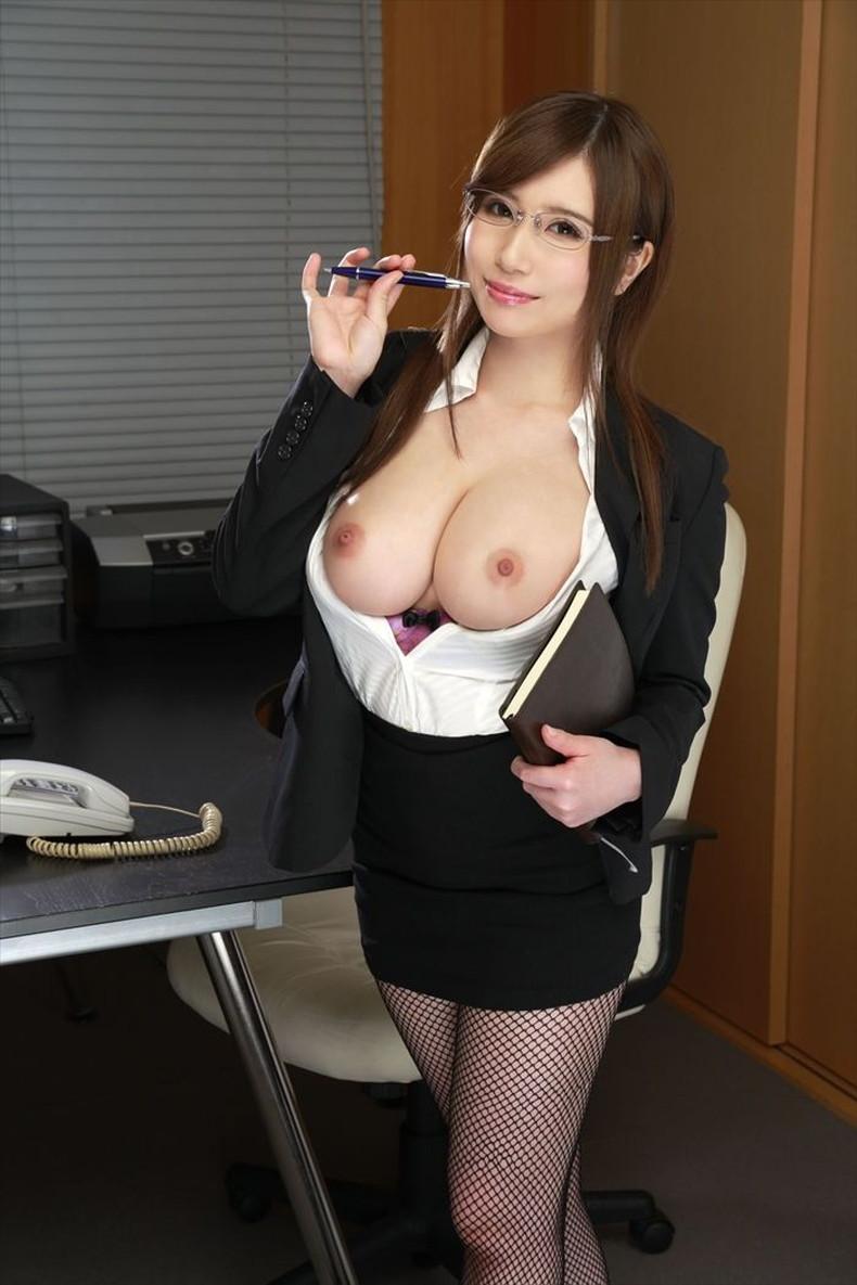 【おっぱい】スーツや事務制服越しの巨乳の揺れが気になり仕事が手につかなくなる巨乳OLのおっぱい画像集!ww【80枚】 19