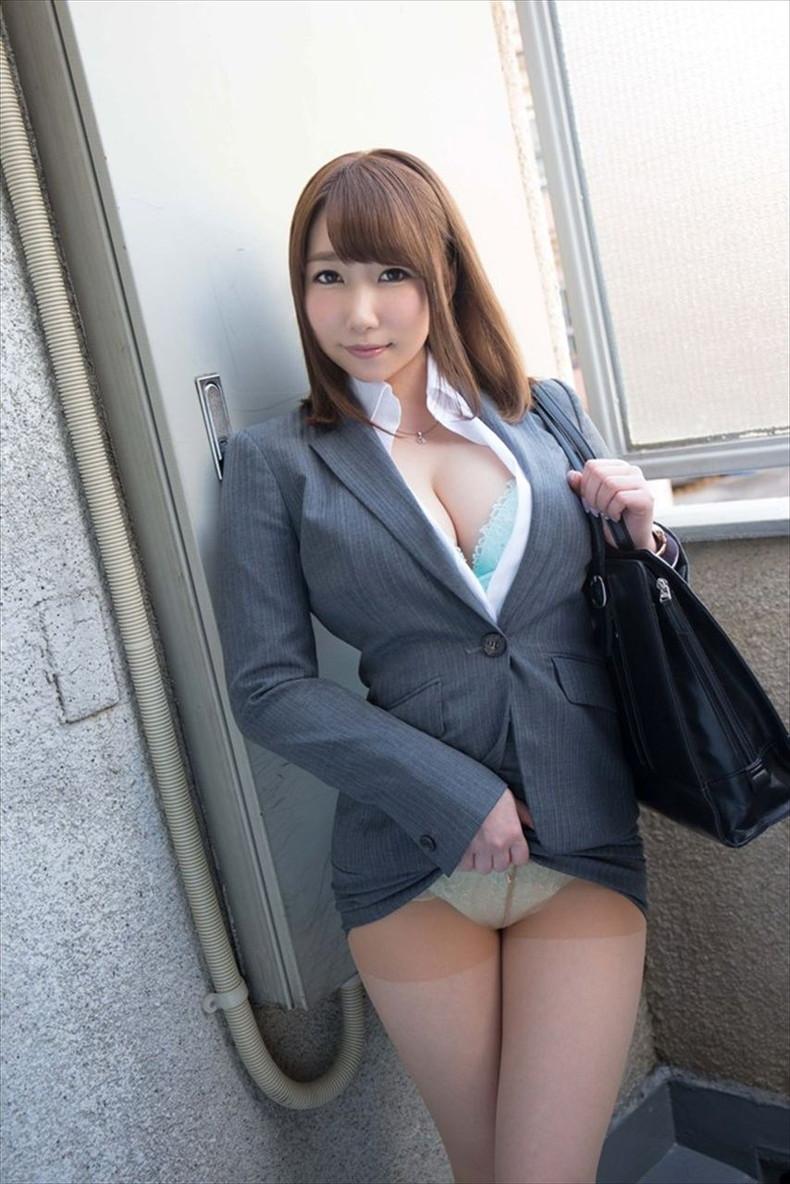 【おっぱい】スーツや事務制服越しの巨乳の揺れが気になり仕事が手につかなくなる巨乳OLのおっぱい画像集!ww【80枚】 36