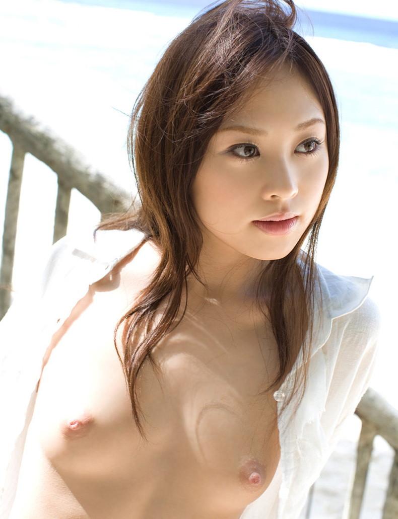 【おっぱい】男性用のYシャツを羽織ったノーブラ娘や純白のブラウスからブラや乳首が透けてる白シャツ女子のおっぱい画像集ww【80枚】 28