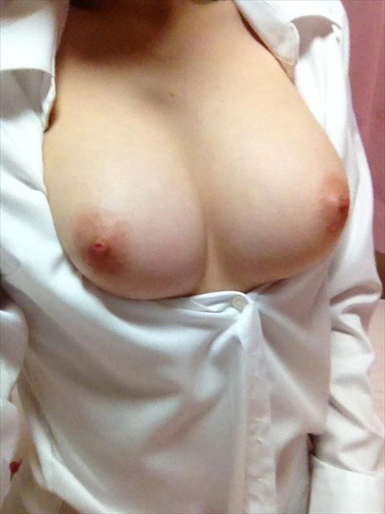 【おっぱい】男性用のYシャツを羽織ったノーブラ娘や純白のブラウスからブラや乳首が透けてる白シャツ女子のおっぱい画像集ww【80枚】 32
