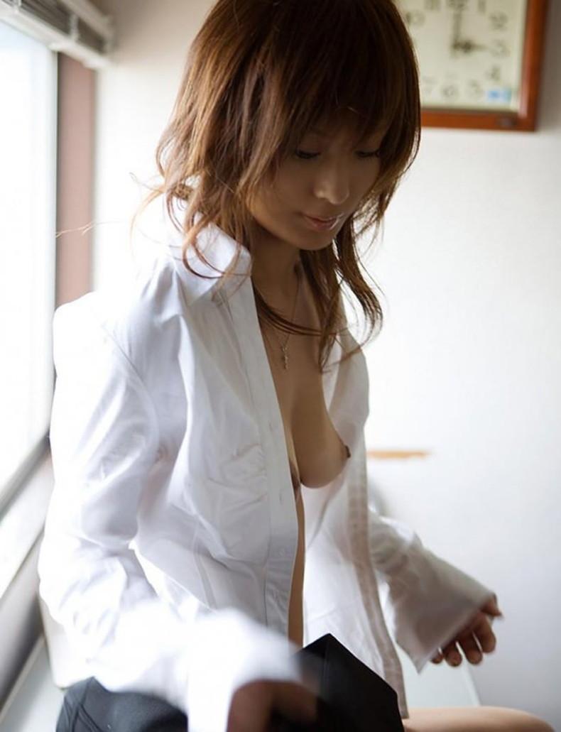 【おっぱい】男性用のYシャツを羽織ったノーブラ娘や純白のブラウスからブラや乳首が透けてる白シャツ女子のおっぱい画像集ww【80枚】 44