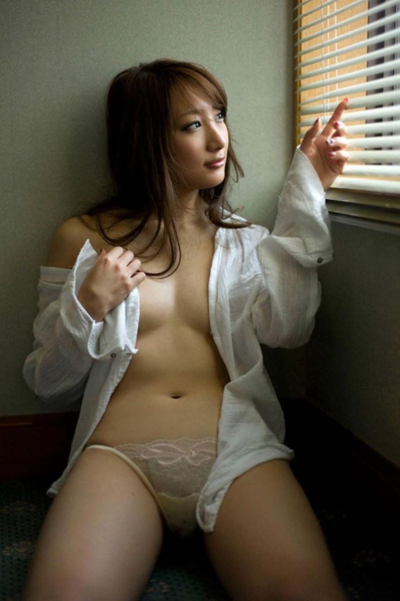 【おっぱい】男性用のYシャツを羽織ったノーブラ娘や純白のブラウスからブラや乳首が透けてる白シャツ女子のおっぱい画像集ww【80枚】 49