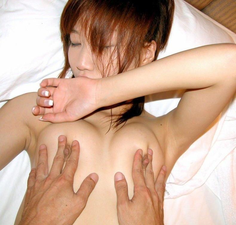 【おっぱい】S級女子の美乳を弄ぶの最高すぎ!乳首いじりのおっぱい画像集w【80枚】 01