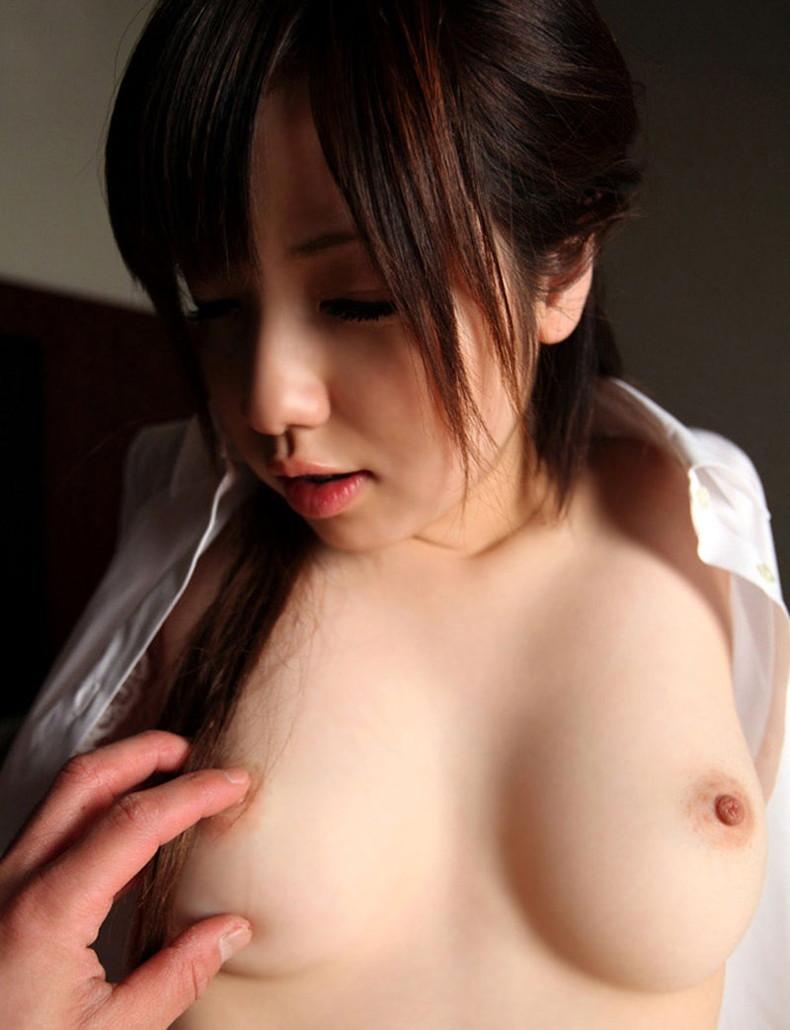 【おっぱい】S級女子の美乳を弄ぶの最高すぎ!乳首いじりのおっぱい画像集w【80枚】 16