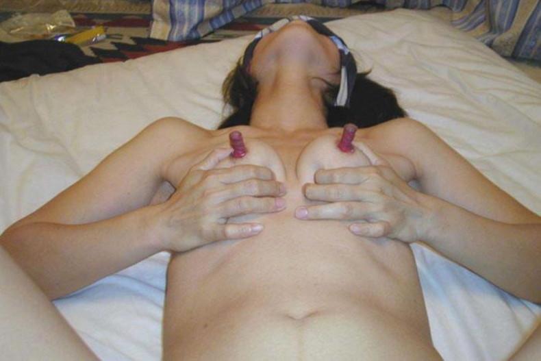 【おっぱい】できればオリンピックの新種目にしてほしい超長い乳首を強調させちゃってるおっぱい画像集w【80枚】 72