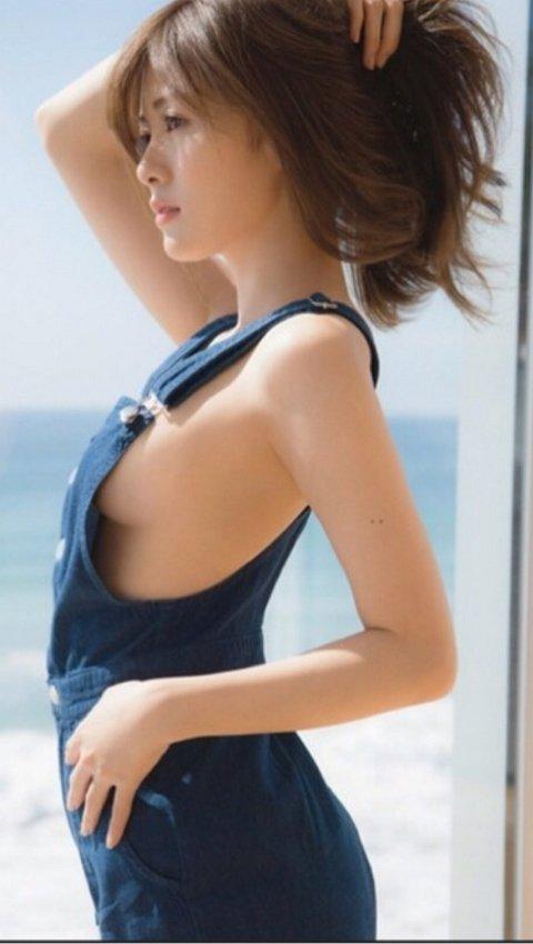 【おっぱい】ナマ乳オーバーオールとかいう裸エプロンに匹敵するエロアイテムを着こなす美巨乳女子のオーバーオールおっぱい画像集【80枚】 22