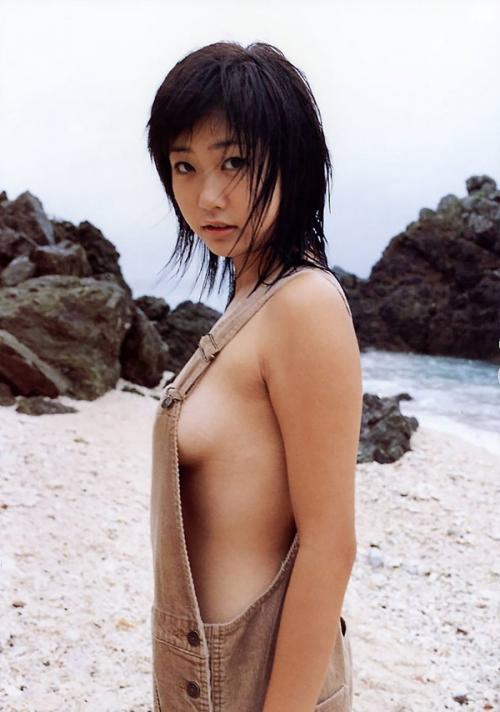 【おっぱい】ナマ乳オーバーオールとかいう裸エプロンに匹敵するエロアイテムを着こなす美巨乳女子のオーバーオールおっぱい画像集【80枚】 23