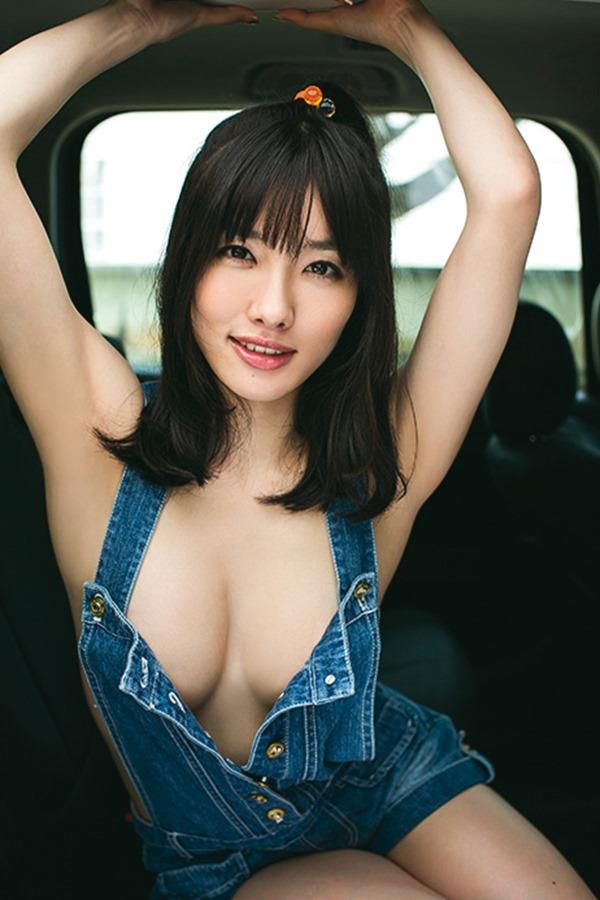 【おっぱい】ナマ乳オーバーオールとかいう裸エプロンに匹敵するエロアイテムを着こなす美巨乳女子のオーバーオールおっぱい画像集【80枚】 25