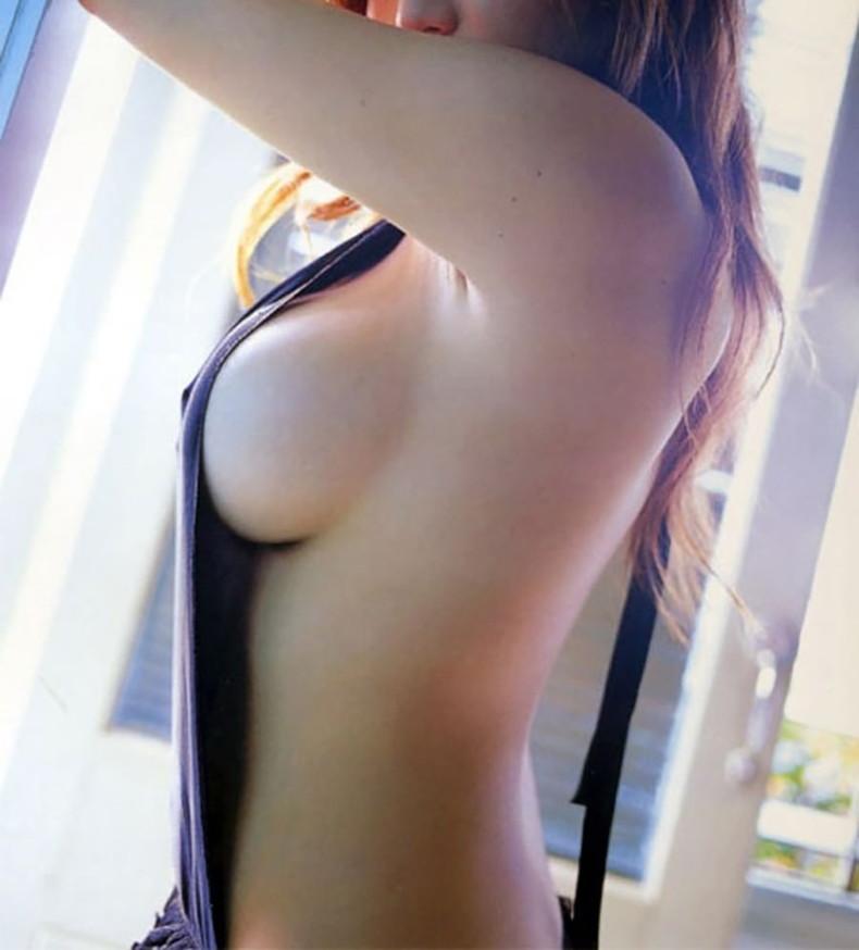 【おっぱい】ナマ乳オーバーオールとかいう裸エプロンに匹敵するエロアイテムを着こなす美巨乳女子のオーバーオールおっぱい画像集【80枚】 67
