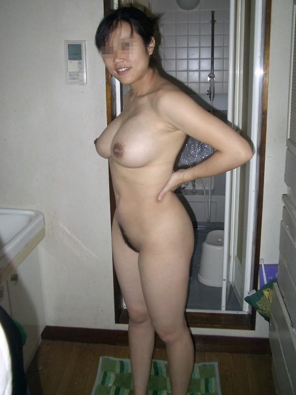 【おっぱい】自宅やラブホで自慢の彼女の美巨乳を露出させて撮影しちゃった素人彼女のおっぱい画像集【80枚】 24