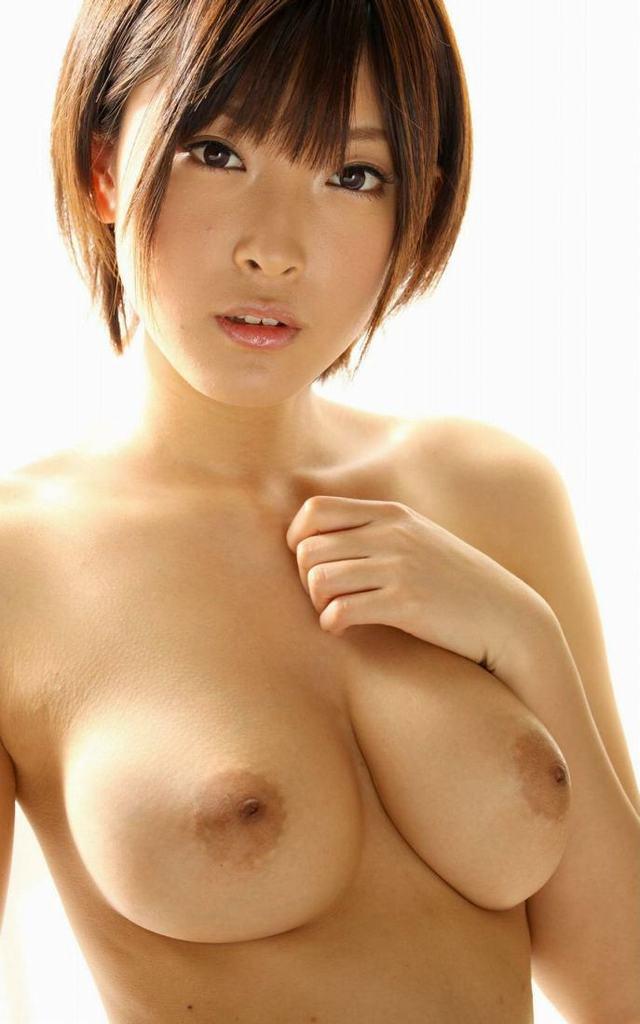 【おっぱい】ボーイッシュなショートカット女子がむっちり美巨乳を露出させてギャップ萌え!ボーイッシュ女子のおっぱい画像集【80枚】 13