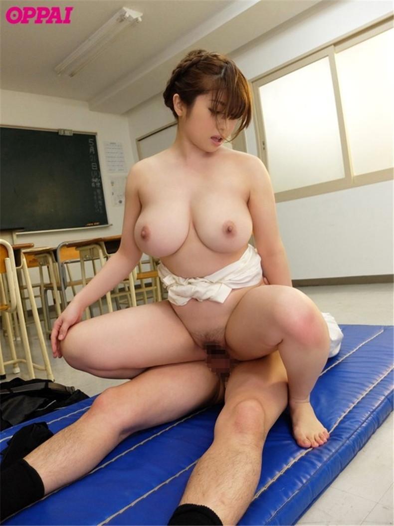 【おっぱい】ロリなJKや痴女な女教師が教室で乳首吸われてセックス補習しちゃってる教室おっぱい画像集【80枚】 30