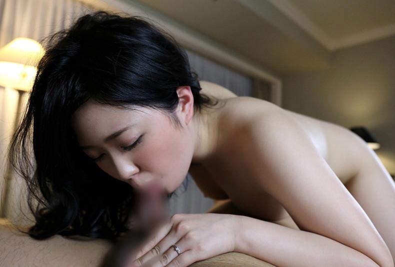 【おっぱい】童顔なのに経験豊富な若妻の乳首吸いながら不倫Hしちゃってる童顔人妻のおっぱい画像集ww【80枚】 39