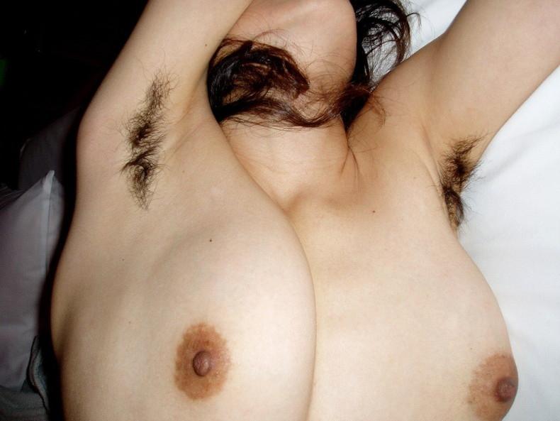 【おっぱい】熟女や人妻だけじゃなく美少女までも脇毛ボーボーの脇の下と乳首を露出させちゃってる脇毛おっぱい画像集【80枚】 30