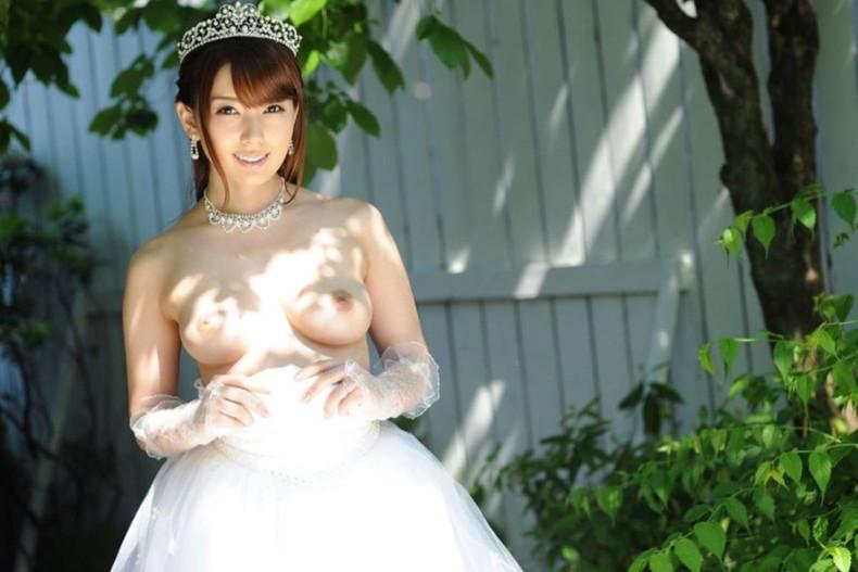 【おっぱい】披露宴当日に寝取られこの先が思いやられる若妻達のウエディングドレスおっぱい画像集【100枚】 47