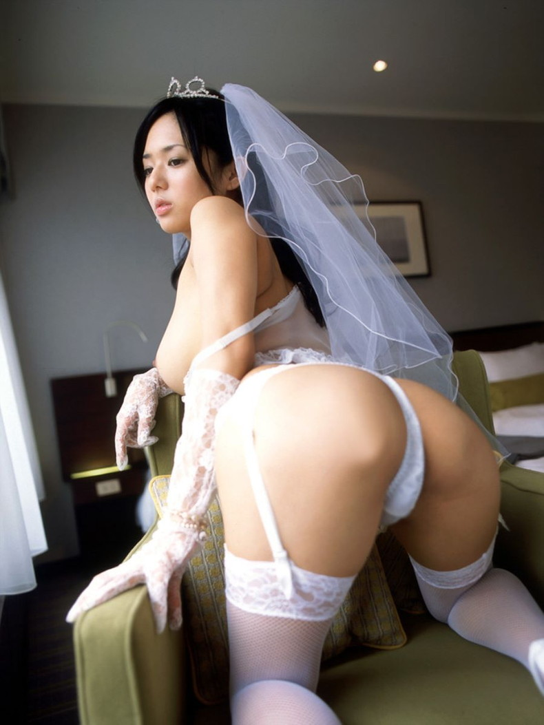 【おっぱい】披露宴当日に寝取られこの先が思いやられる若妻達のウエディングドレスおっぱい画像集【100枚】 95