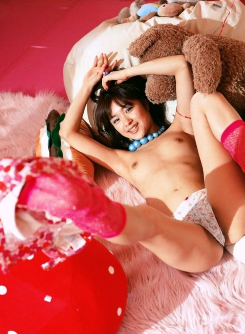 【おっぱい】美脚で美乳とか舐めたいところが多すぎるハイスペックギャル達の美脚おっぱい画像集【80枚】 55