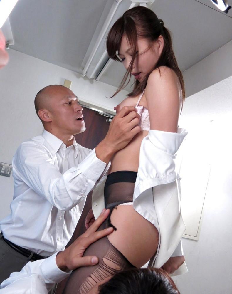 【おっぱい】彼氏がいようとも上司にオフィスで制服やスーツを脱がされちんこ挿入されちゃうOLの寝取られおっぱい画像集【80枚】 37