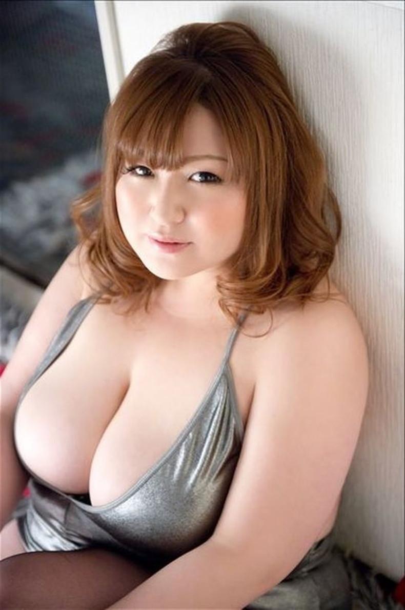 【おっぱい】デブじゃなくて豊満!!ちょいぽっちゃりな巨乳娘たちの豊満おっぱい画像集【80枚】 25