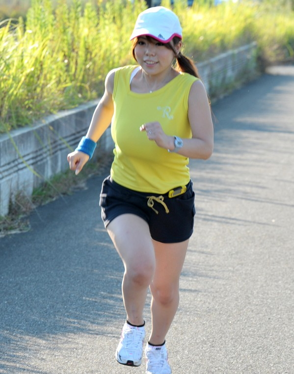 【おっぱい】ジョギングしてて乳首が透けたりおっぱいがエロいことになってる巨乳娘とすれ違い僕はUターンして尾行した【80枚】 28
