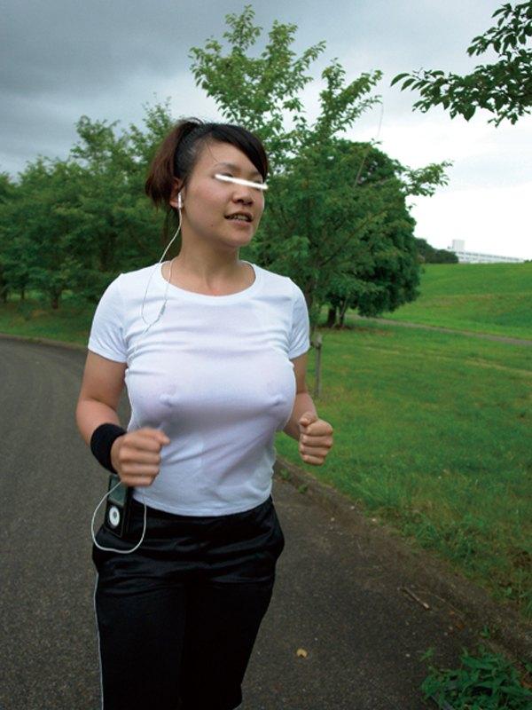 【おっぱい】ジョギングしてて乳首が透けたりおっぱいがエロいことになってる巨乳娘とすれ違い僕はUターンして尾行した【80枚】 34