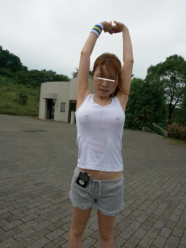 【おっぱい】ジョギングしてて乳首が透けたりおっぱいがエロいことになってる巨乳娘とすれ違い僕はUターンして尾行した【80枚】 60