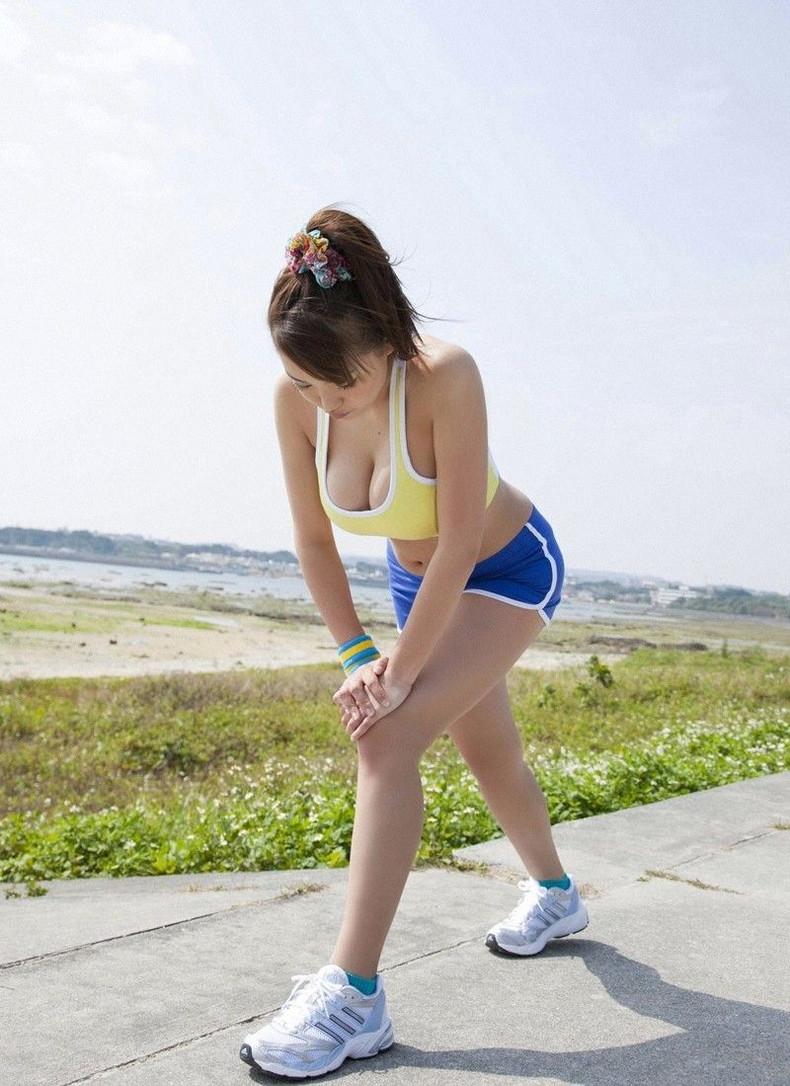 【おっぱい】ジョギングしてて乳首が透けたりおっぱいがエロいことになってる巨乳娘とすれ違い僕はUターンして尾行した【80枚】 65
