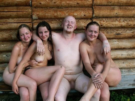 【おっぱい】海外のサウナで美巨乳外人お姉さんたちが乳首露出して時にレズプレイやハーレム乱交しちゃってるサウナおっぱい画像集【80枚】 34