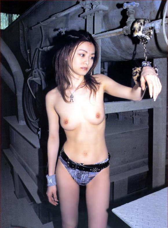 【おっぱい】ドMな女の子たちの両手を手錠拘束して乳首弄ったり固定バイブで虐めちゃう手錠おっぱい画像集【80枚】 09