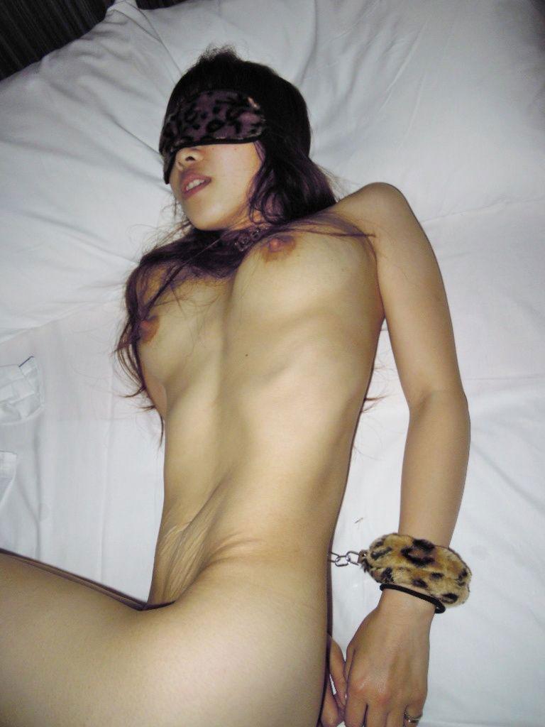 【おっぱい】ドMな女の子たちの両手を手錠拘束して乳首弄ったり固定バイブで虐めちゃう手錠おっぱい画像集【80枚】 14