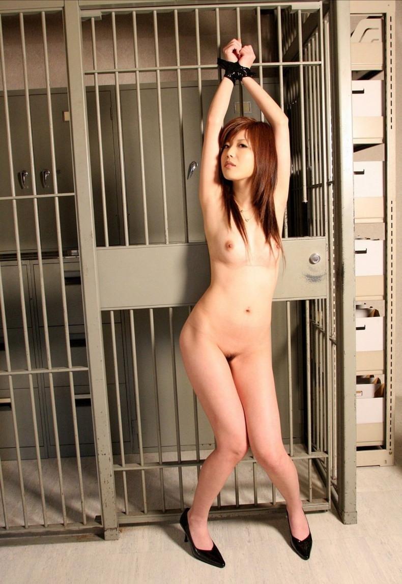 【おっぱい】ドMな女の子たちの両手を手錠拘束して乳首弄ったり固定バイブで虐めちゃう手錠おっぱい画像集【80枚】 45