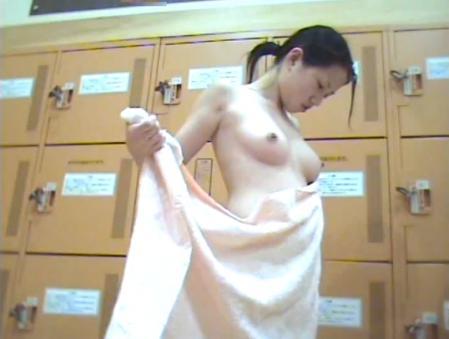 【おっぱい】すみません素人女子のおっぱい見た過ぎて脱衣所を隠し撮りしちゃいました....脱衣所盗撮のおっぱい画像集【80枚】